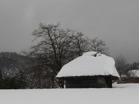 御机の茅葺き小屋