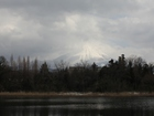 福岡池越しの大山